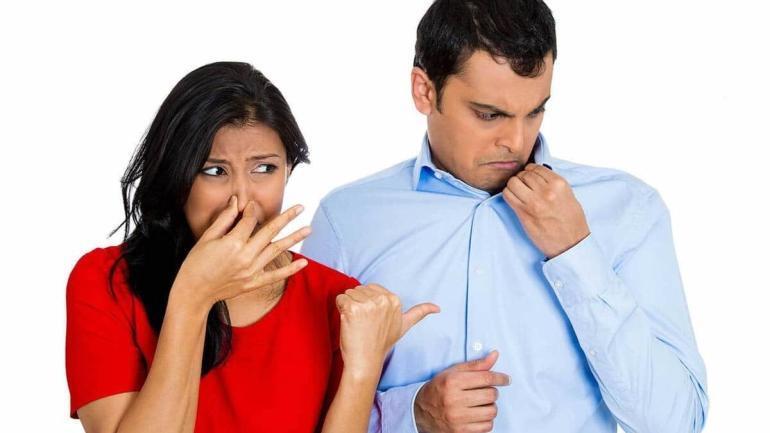jak zwalczyc nieprzyjemny zapach ciala w sposob naturalny
