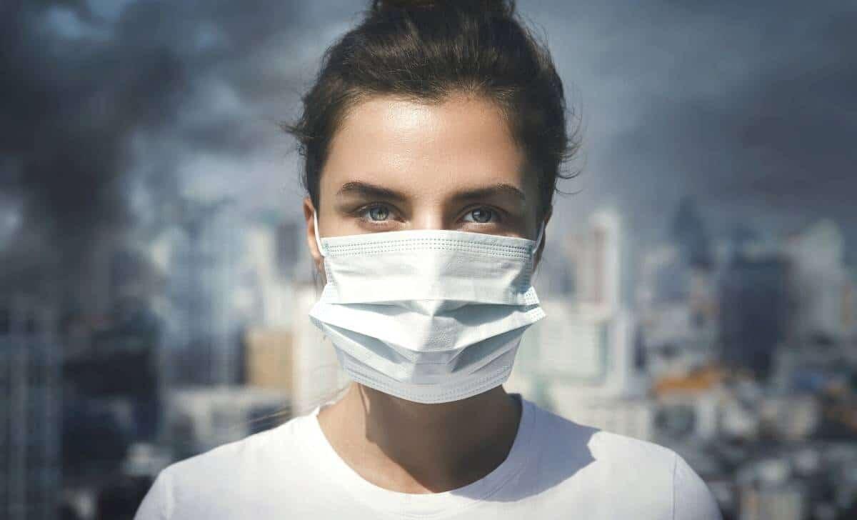 czy maski dzialaja przeciwko koronawirusowi czy jest sens ich noszenia