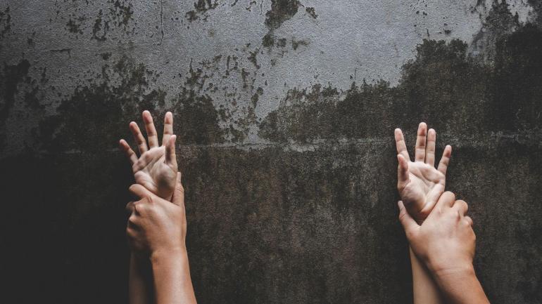 istniejace ostrzezenia o napasciach seksualnych zwiekszaja obwinianie ofiar