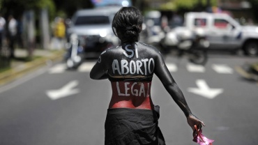 salwador skazuje na wiezienie za poronienie oraz urodzenie martwego dziecka
