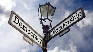 dlaczego demokracja moglaby skutkowac tyrania